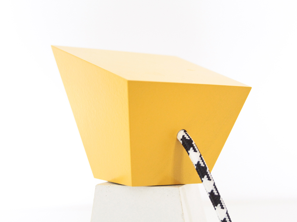 Lampe-Kimo-Memphised-Galerie-DMA---inoow-design-2015---vue-detail-tete-jaune