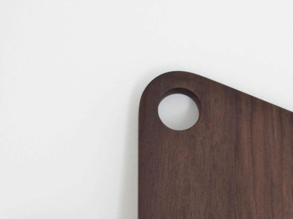 Planche a decouper noyer - inoow design 2013 - vue detail